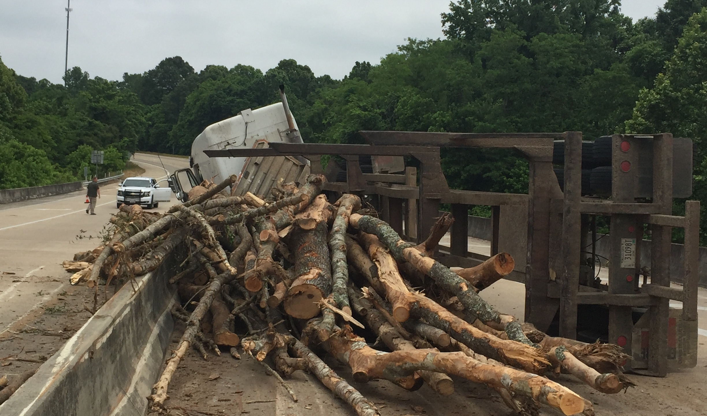 Log Truck Crash on Highway 61 in Warren County_172886