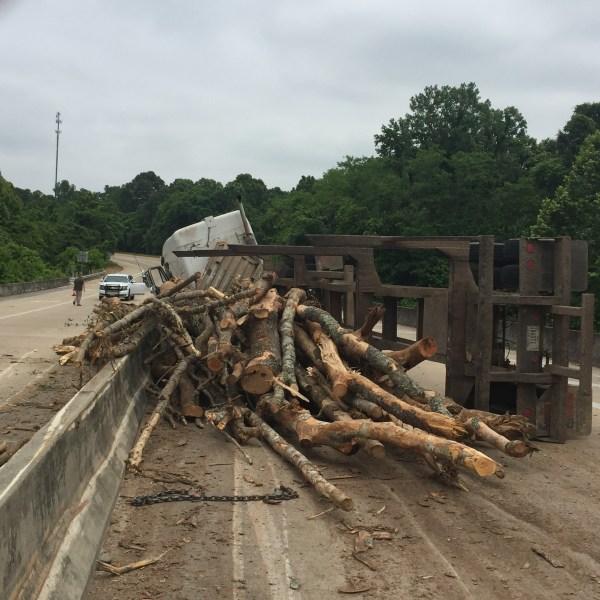 Log Truck Crash on Highway 61 in Warren County_172886