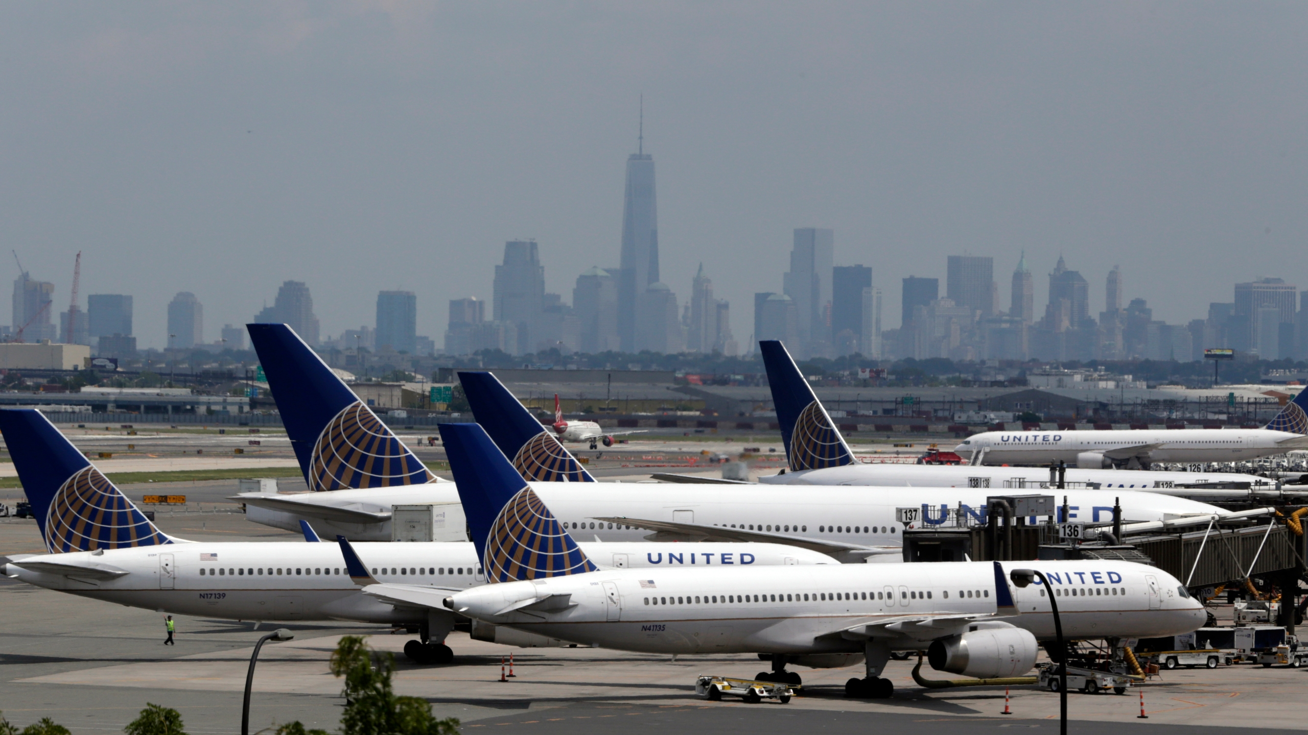 FILE PHOTO United Airlines-Newark_228322