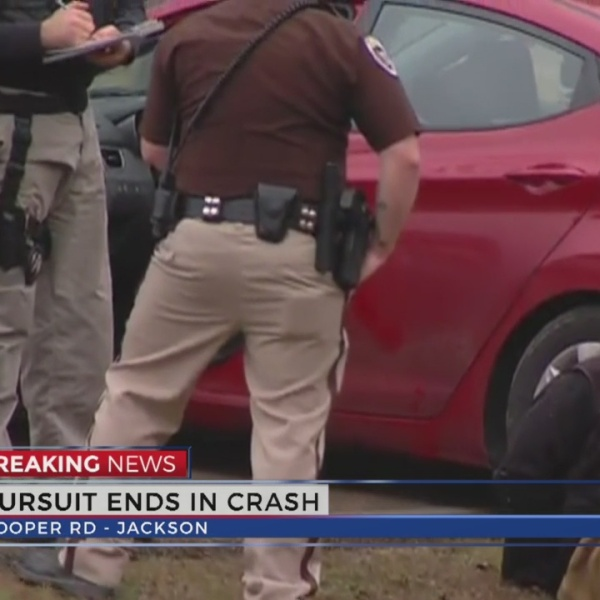 pursuit-ends-in-crash_265352