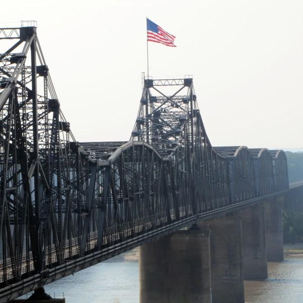 Mississippi_River_Bridge,_Vicksburg,_Mississippi_409336