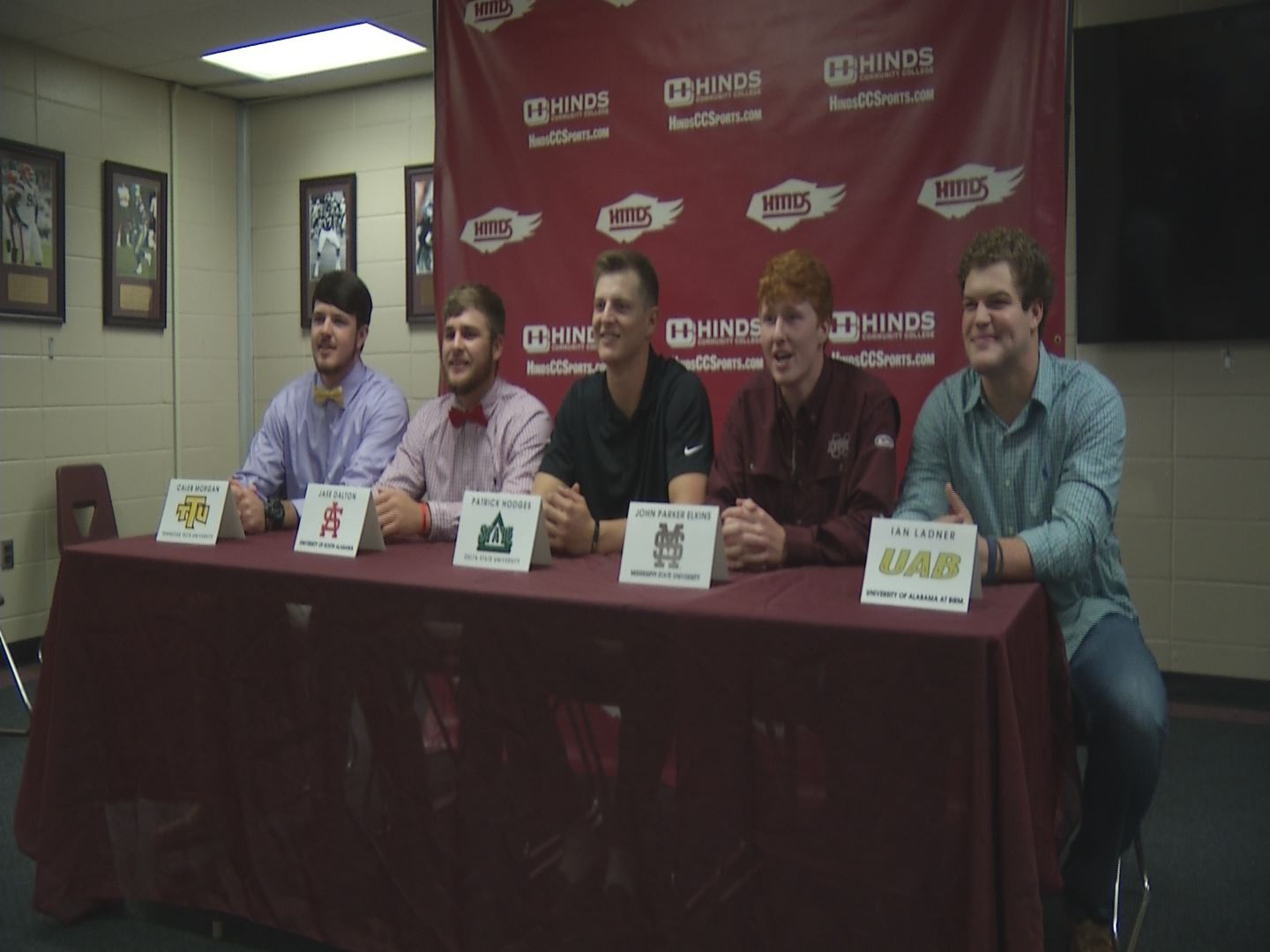 hinds signing_466597