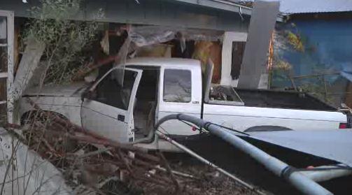 Car crashes into home_484040