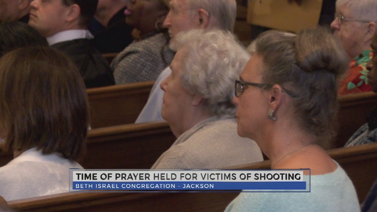 Prayer_vigil_for_Beth_Israel_1_20181029212433