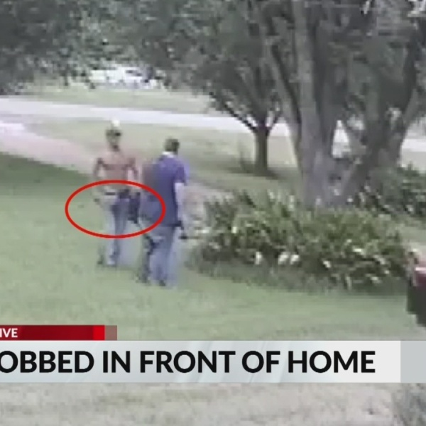 Man_robbed_in_front_of_home_0_20190621213125